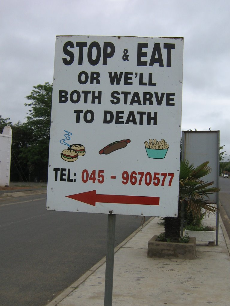 SIGNBOARD DIRECTING DRIVERS TO A TAKE-AWAY FOOD SHOP: MOLTENO, NORTH EASTERN CAPE, SOUTH AFRICA