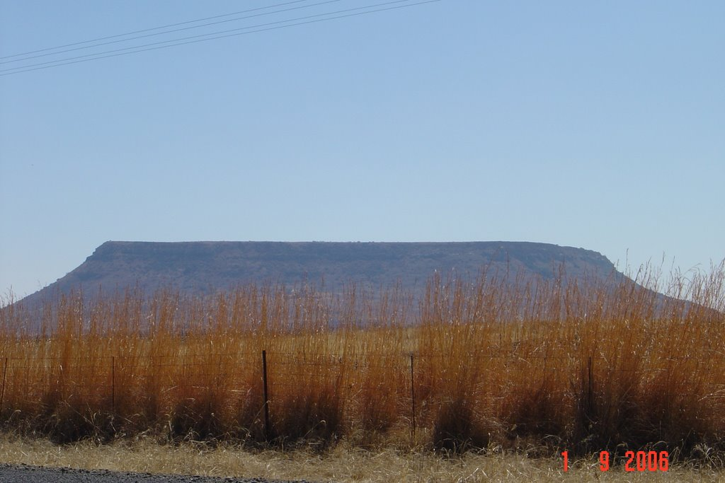 Table mountain next to M5 far from Cape Town