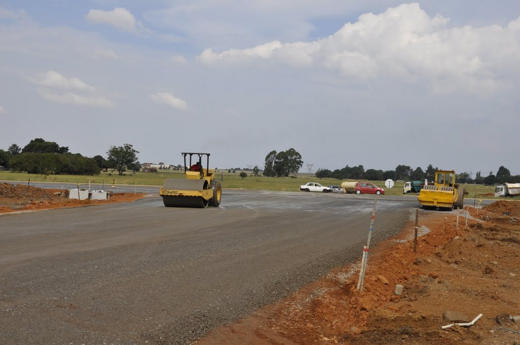Main entrance to the new suburb next to Sebokeng construction underway