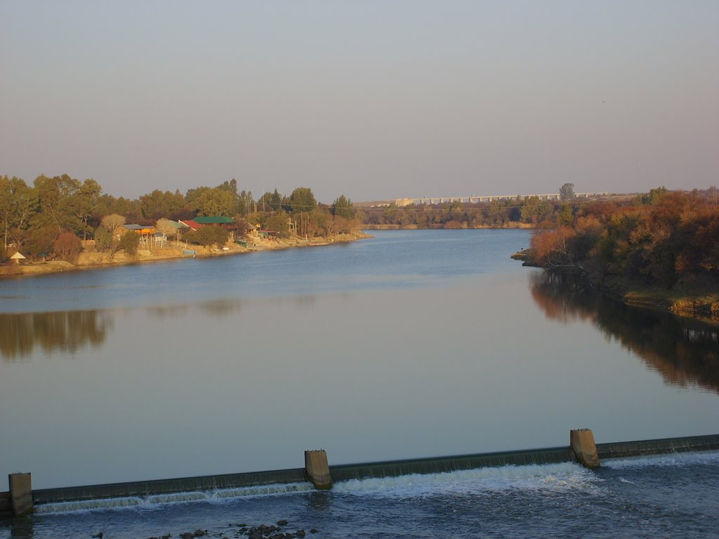 Vaal River at Bloemhof with dam wall on the horison