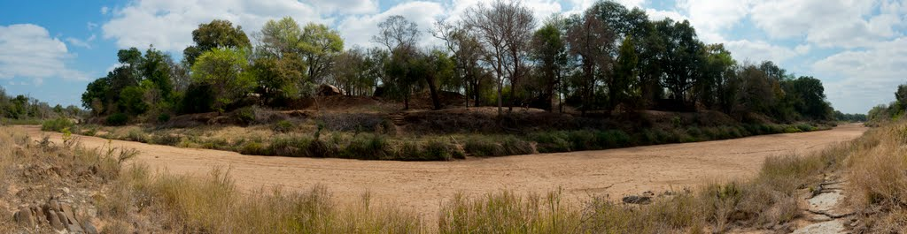 Dry river bed in 180 degrees