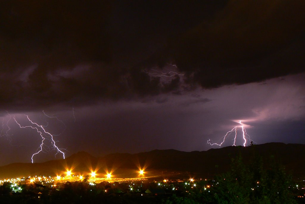 Lightning lighting up Groot Winterhoek Range - 9 April 2007 - Taken from Winterhoek Park to North West